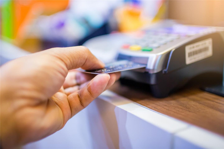 三星正与万事达联合开发含指纹识别器的银行卡