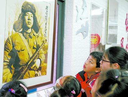 上海中小学生举行各种活动,纪念传承雷锋精神
