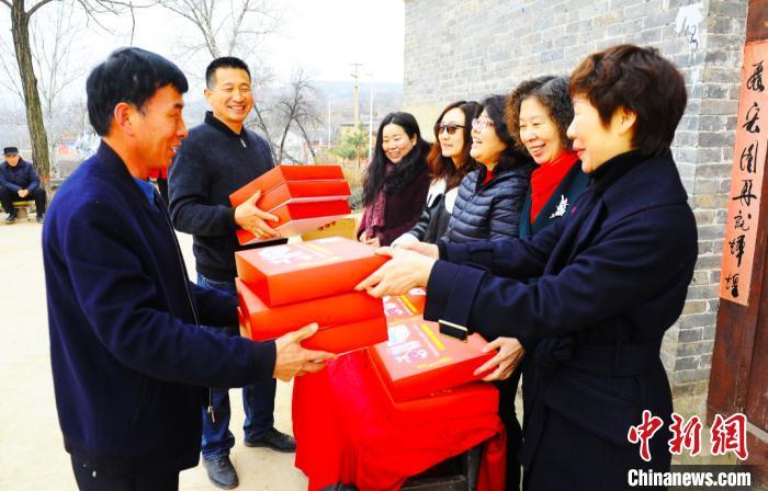 图为捐赠仪式现场。 吴志山 摄