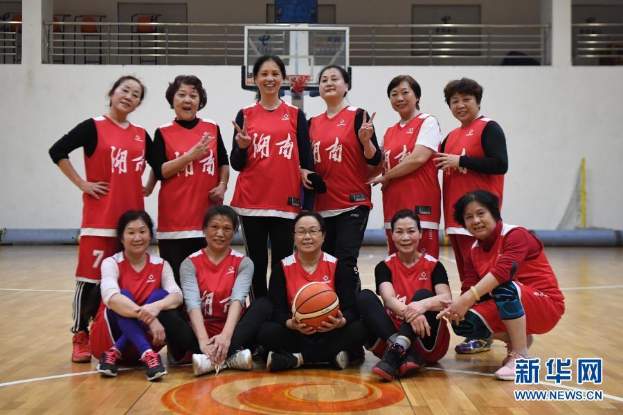 """平均年龄60岁的""""飞跃""""女篮队"""