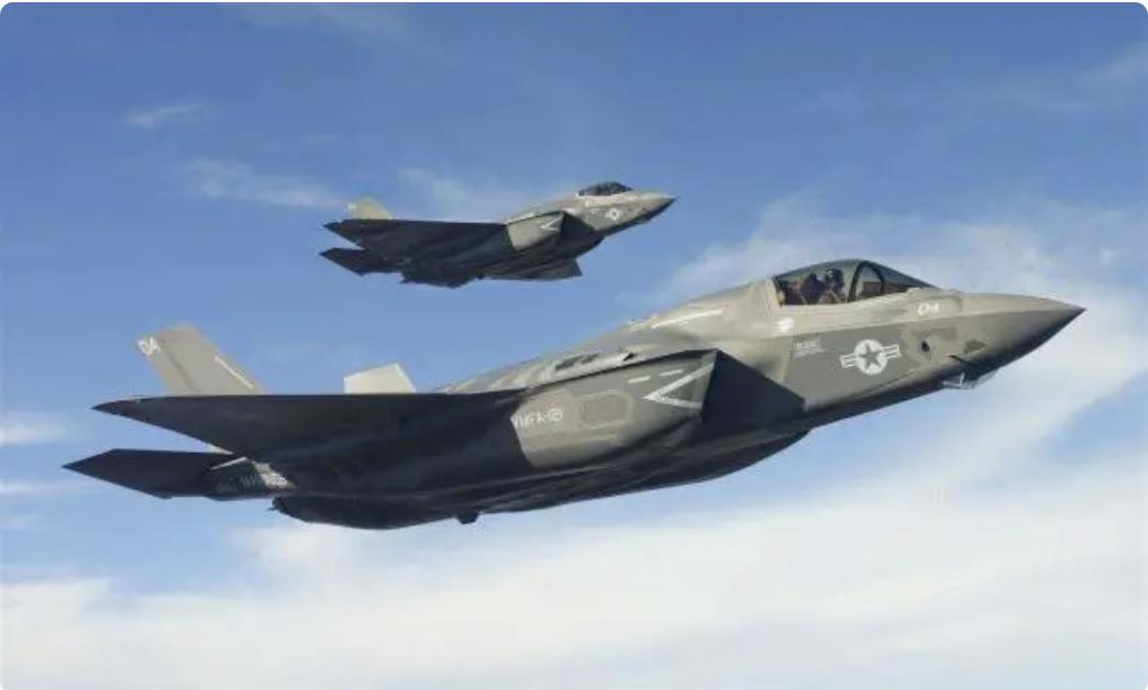 美军F-35隐身战斗机