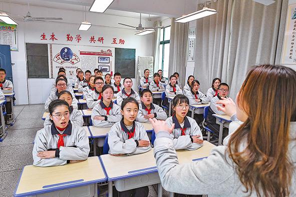 这里,是我党第一个女中央委员牺牲之地——在武汉市二十一(警予)中学倾听历史回音