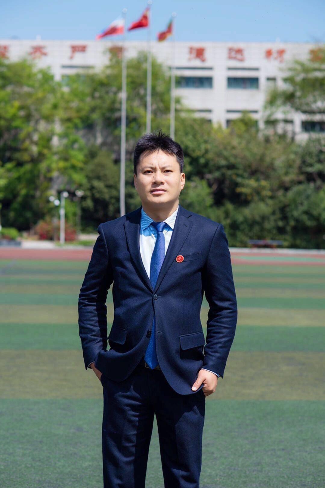 成都石室天府中学校长唐宇: 当大家都在拼中考、拼高考的时候,校长必须要有定力