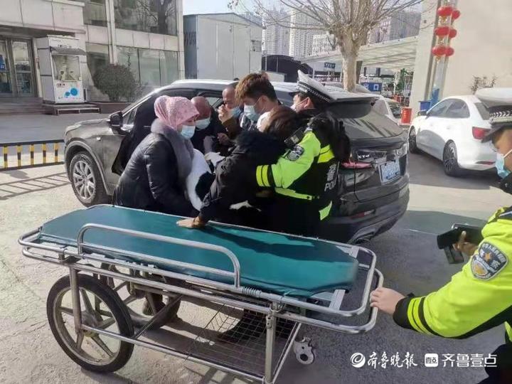 菏泽开发区:摔伤骨折,交警一路护送需紧急就医的女子