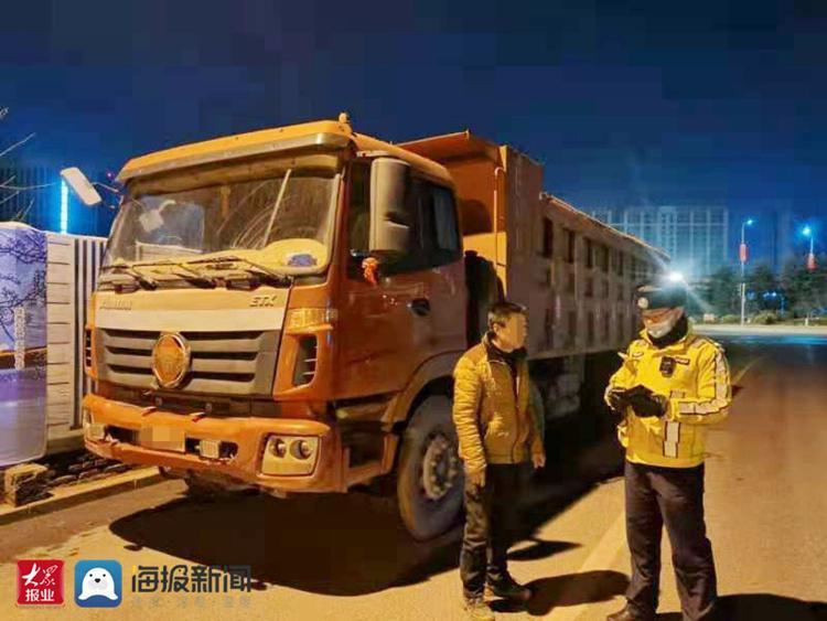 大货车超载达100%以上  城阳公安交警凌晨值守当场查获