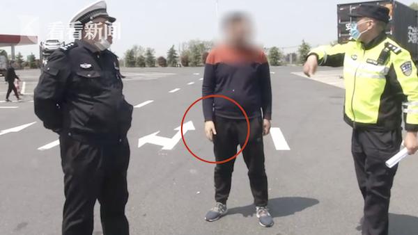 视频|戴假肢开客车又超载!残疾司机:驾驶员不好找