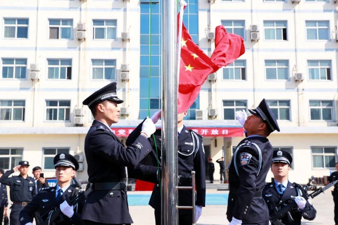 """亳州市公安局特警支队开展""""向党和人民报告"""" 警营开放日活动"""