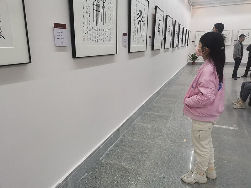 """陈履生""""抗疫百字""""巡展在湖北咸宁举办"""
