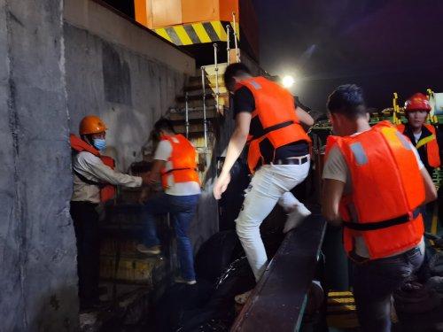 6名钓友出海被困 湛江海事成功解救