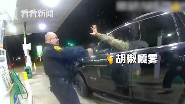 被喷胡椒并强迫下跪 美国非裔军官起诉两名警察