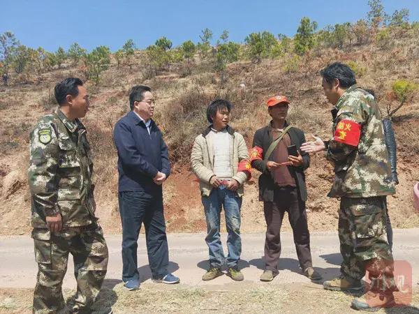 盐源县对发现违规野外用火的生态护林员进行奖励