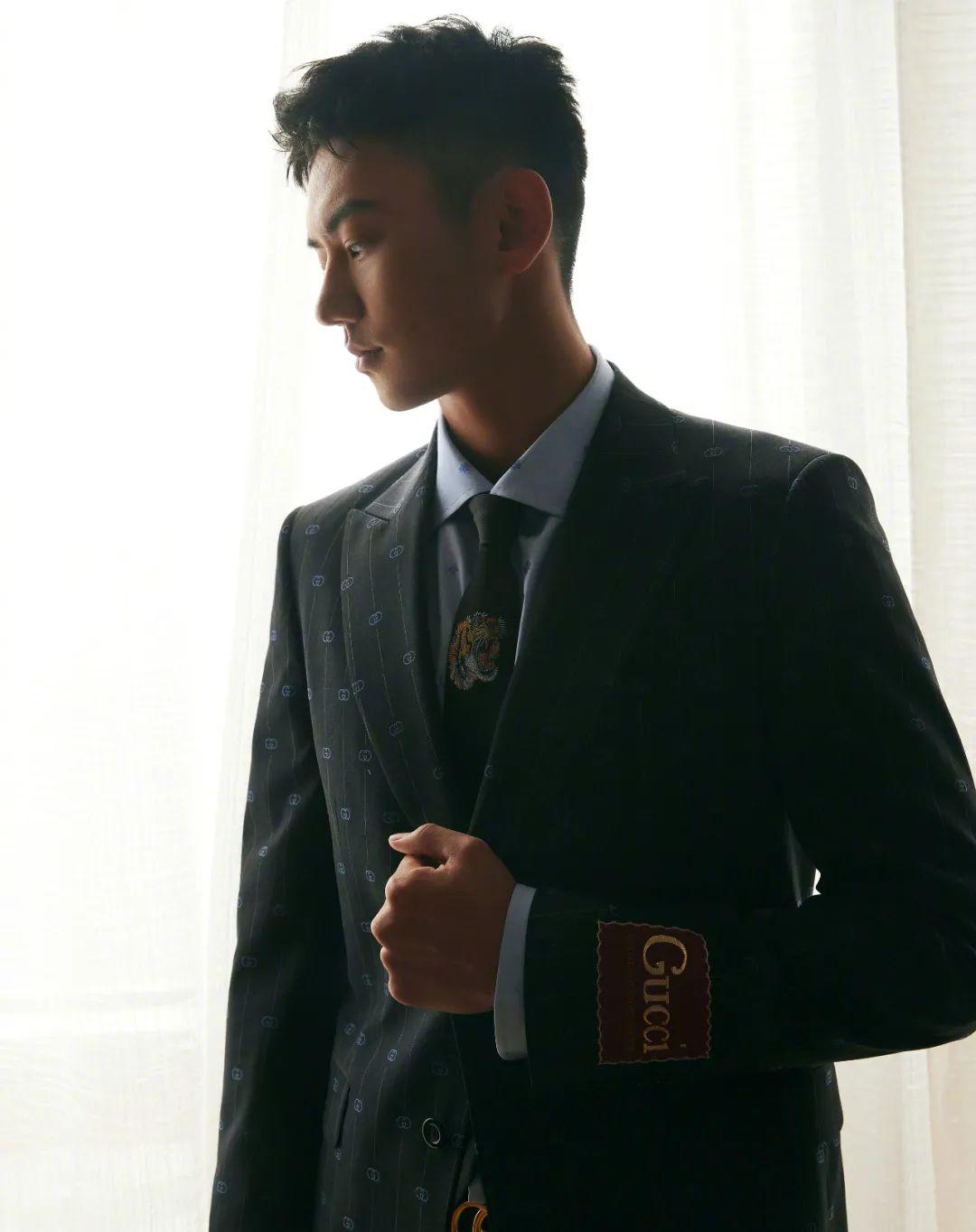 王嘉尔吴亦凡教你如何把西服驾驭的更优雅(图5)