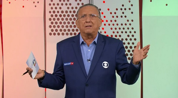"""巴西70岁足球解说员复出解说超级杯 高呼""""这是疫苗的胜利"""""""