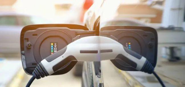 保有量超550万辆销量翻三倍,新能源车规模化效应初显 | 经观汽车