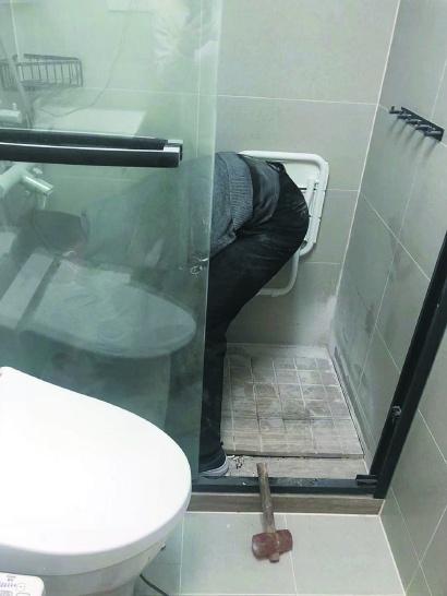 马桶漏水 墙壁起泡 满屋臭味