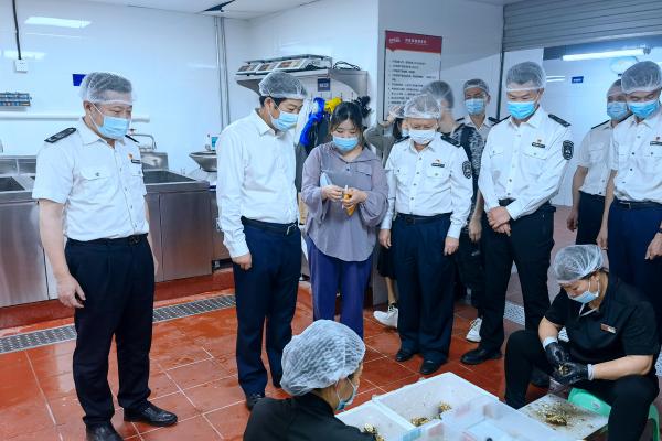 """深圳市市场监管局党组成员、副局长单友亮率队到罗湖开展""""星期三查餐厅 """""""