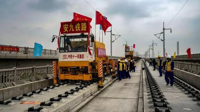 长赣铁路在江西七地设车站 安九高铁湖北段进入铺轨阶段