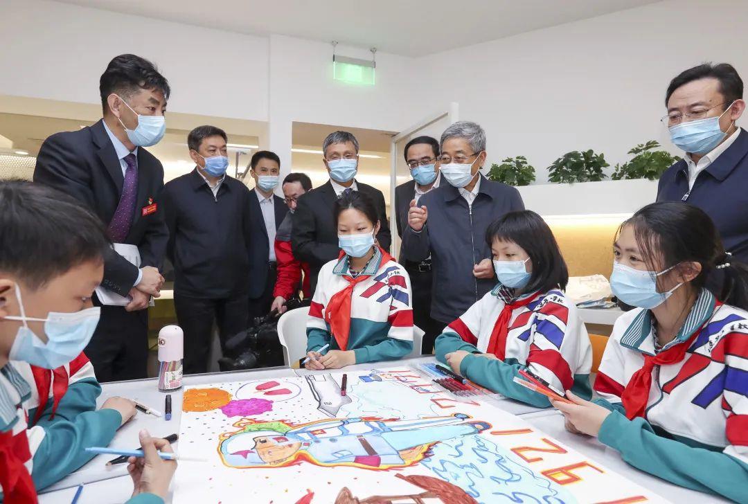 教育部部长陈宝生:北京要创新课后服务机制,严格规范管理校外培训机构