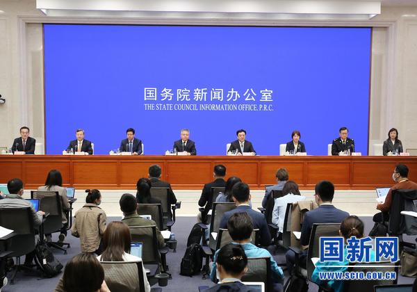 国家发改委:将不断缩减海南自由贸易港的负面清单,逐步实现投资自由便利