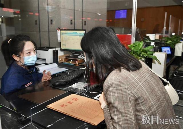 """武汉市发放首张""""告知承诺制""""消防许可证"""