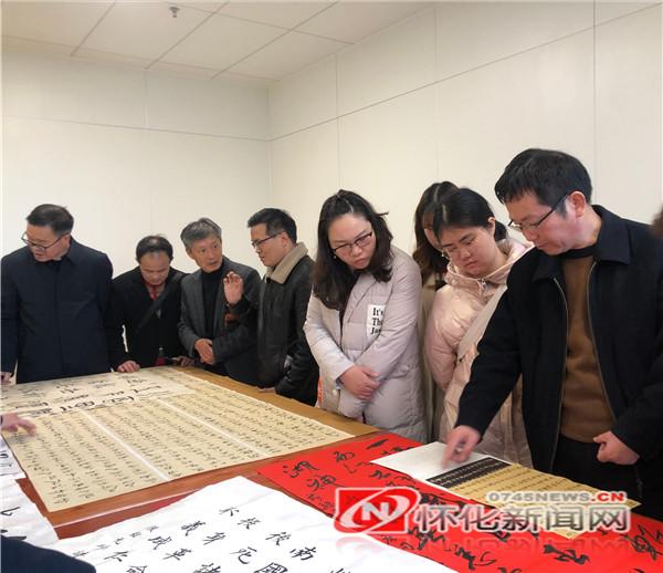 新晃:书法家协会齐心协力准备党的100周年献礼