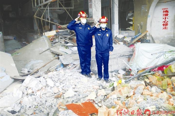 4月12日,南丹县城关贸易市场火灾事故一周年——英烈永存, 在缅怀中砥砺前行