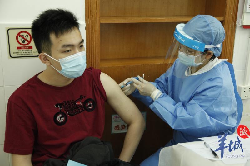 首批港澳籍学生新冠疫苗接种在广州天河完成