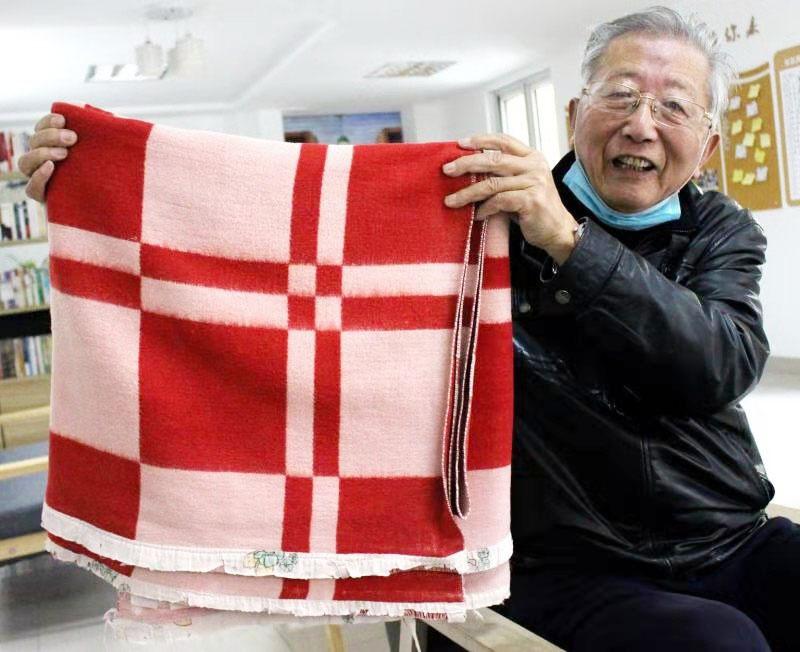 22年桃李满天下 盖了36年的毛毯见证了援疆岁月