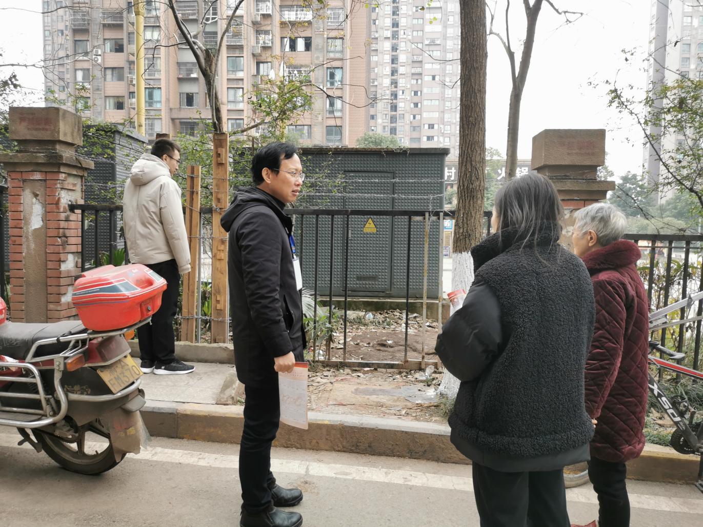 重庆鱼嘴镇依法推动和韵家园小区南区新增人行出入口