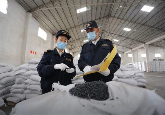 广州海关依法退运禁止进口固体废物52吨