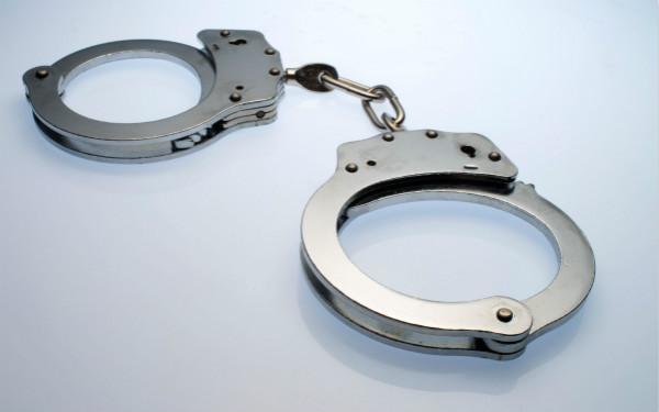 买卡、充值间隙,偷用客户手机号注册App牟利,手机店老板被批捕