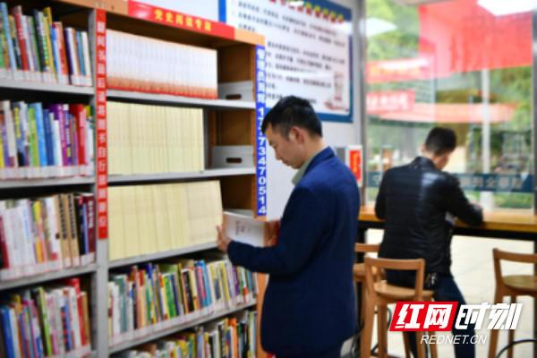 """学史明理 常宁24小时图书馆设立""""党史阅读专架"""""""