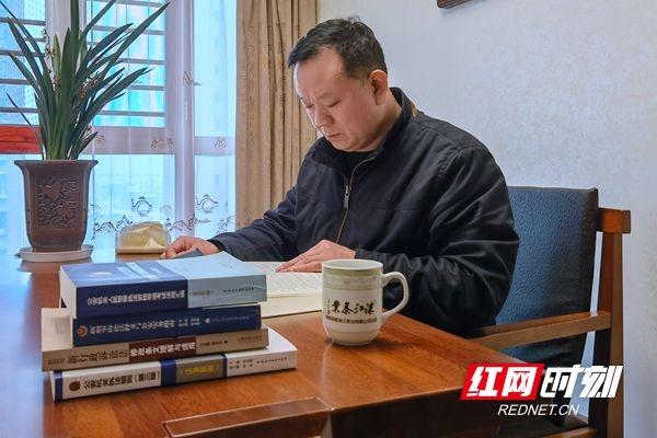 """【株洲公安】易鹏飞:无悔甘当法律""""守门人"""""""