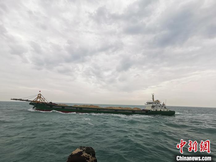 福建莆田海警查获多起海上非法采矿案 查扣海砂六万余吨