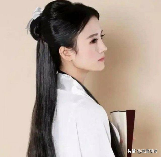 """鞠婧祎6年前""""小龙女""""定妆照曝光,看清五官,是否整容一目了然"""
