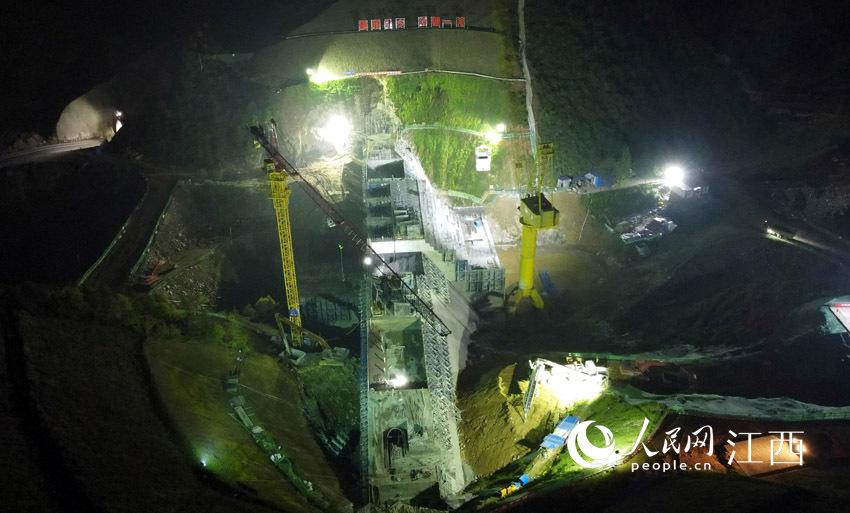 高清图:鹰潭花桥水利枢纽工程大坝浇筑至度汛高程