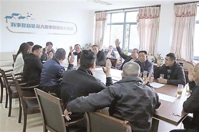 """村里开了个""""民福议事堂"""" 安吉灵峰乡村治理让村民唱主角"""
