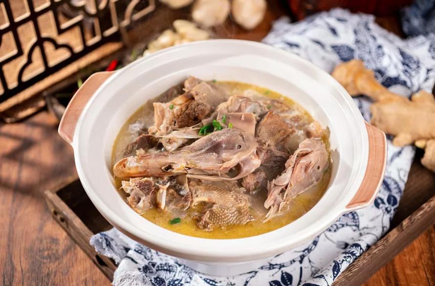 湿气重吗?来,这碗祛湿汤,清热祛湿,通利关节,健脾解毒