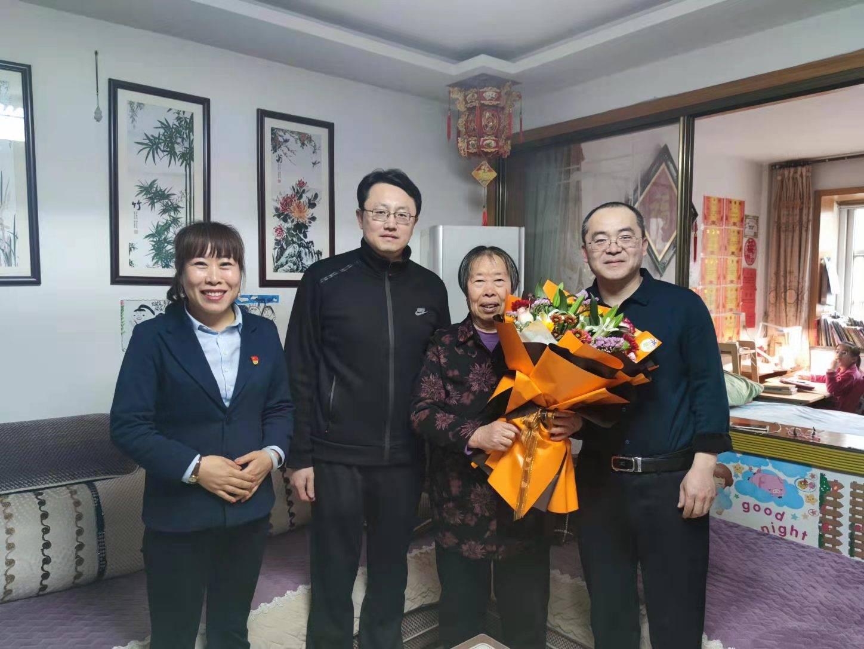 """海阳农商银行组织开展优秀员工家访活动加大员工培养力度 加强""""家文化""""建设"""