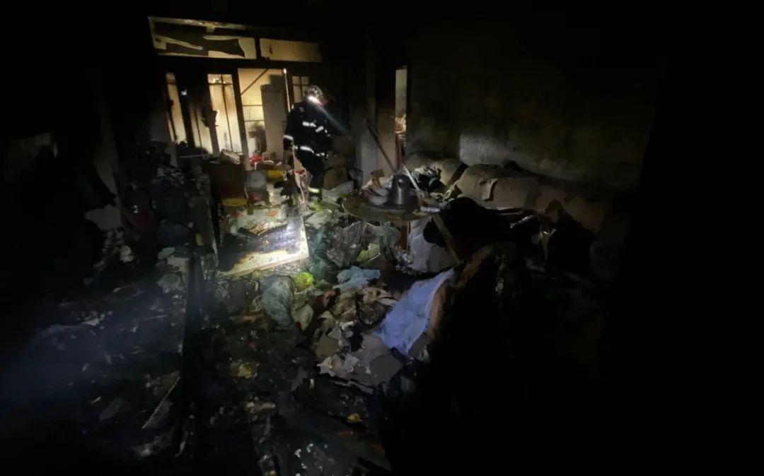 突发!太原小店一小区电动车屋内爆炸!25名居民被疏散...图片