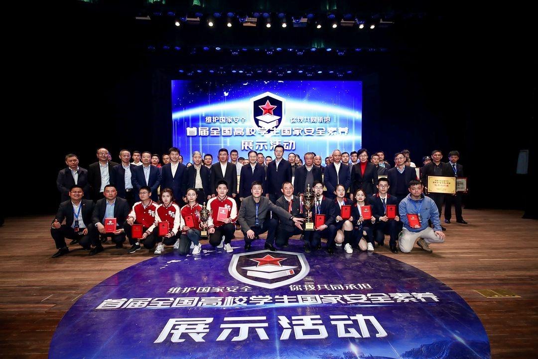 一场高校间的辩论赛在沪举行:话题是国家安全,这个学校夺冠