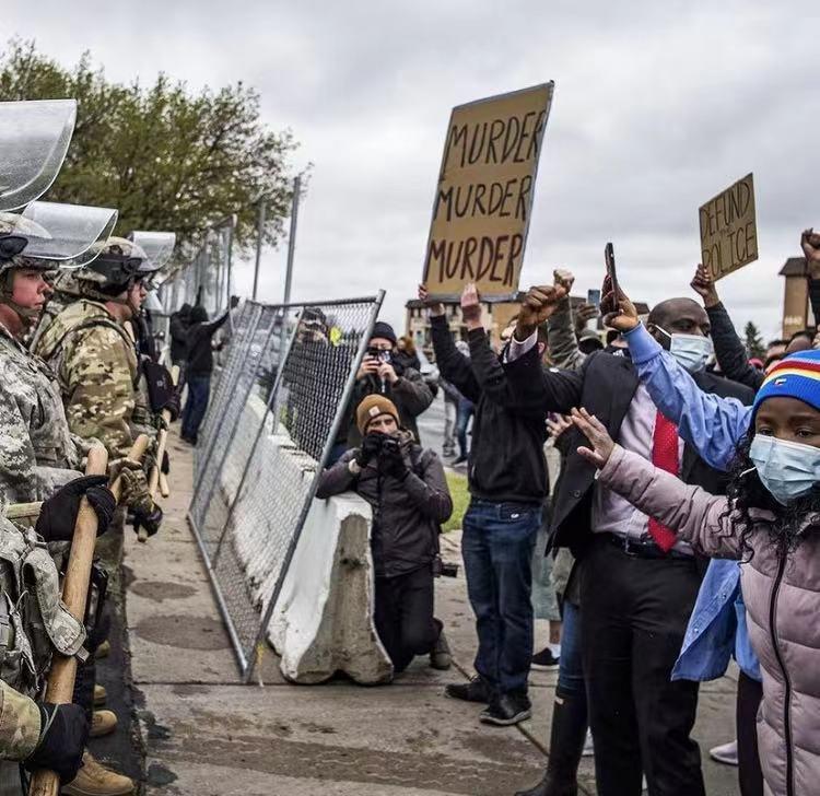 """美国明尼苏达州""""赖特案""""引发持续抗议 约40名抗议者被逮捕"""