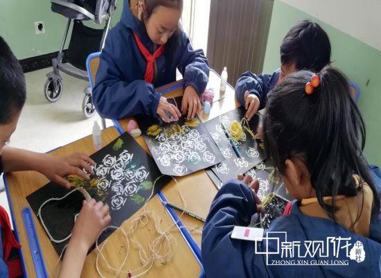 山区小学的美育课:拓印让学生懂得自然之美