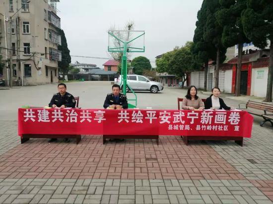 武宁县城管局扎实开展平安建设主题宣传活动