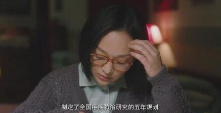 周迅《功勋》饰演科研工作者屠呦呦 穿白大褂戴眼镜气质满满