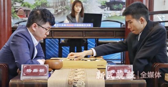 同里杯中国围棋天元赛决赛第二局 杨鼎新犯了和辜梓豪相似的错误