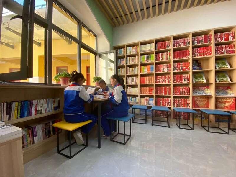 陕西延安杨家岭福州希望小学有了新图书室
