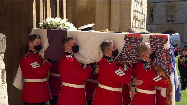 菲利普亲王葬礼上,威廉和哈里没有并肩而立,梅根送上一件特殊礼物