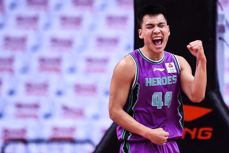 山东分卫陈培东2场季后赛场均16分 命中率高达72.2%