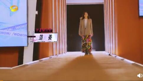 钟镇涛老婆穿搭时尚感十足 优雅前卫又美丽